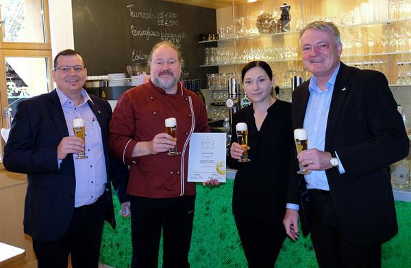 """Vorbilder der österreichischen Bierkultur: Vorarlberger Bierkrone 2017 geht an das """"Gasthaus Adler"""""""